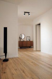 chambre avec de joli plancher